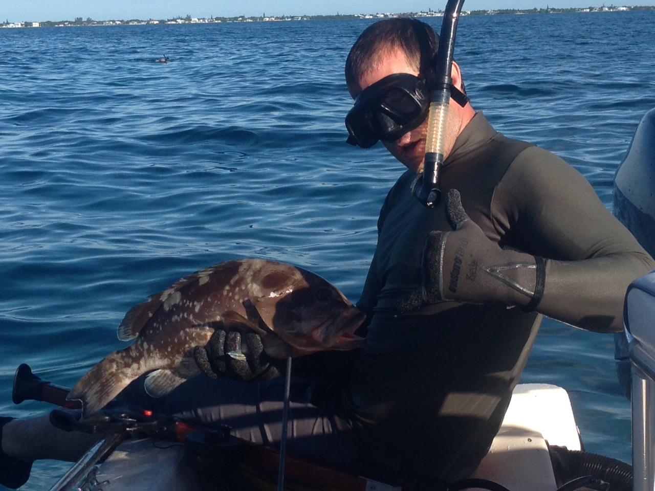 Grouper spear fishing marathon fl keys captain doug kelley for Florida keys fishing